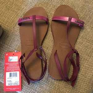 NWT Size 6W Havaianas Sandals with Straps